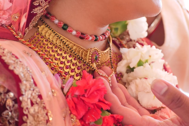 Married Women Should Wear Mangalsutra To Protect Marriage & Husband From Evil!