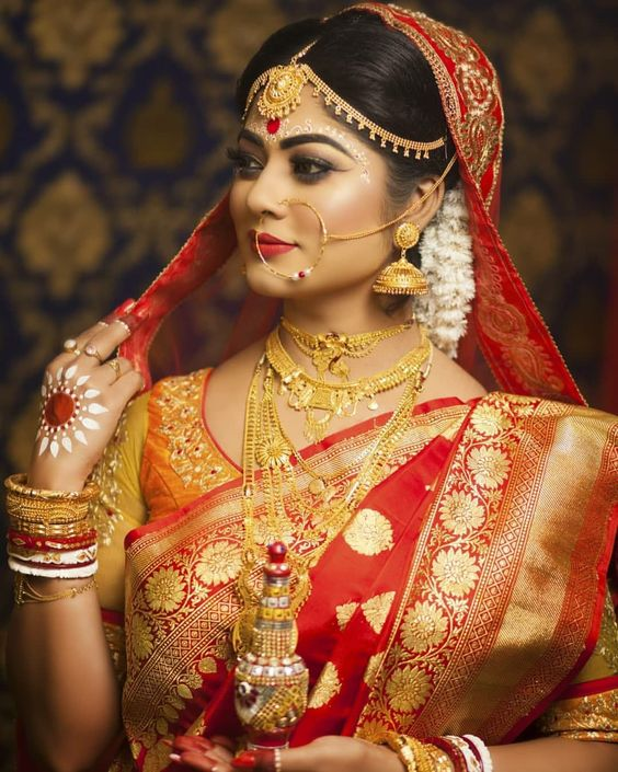 Wear A Pair Of White-Red Bangles Like Bengali Hindu Bride & Get Benefitted