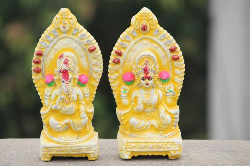 """Worship Goddess Laxmi & Lord Ganesha """"Together"""" – To Gain Wealth and Fortune!"""