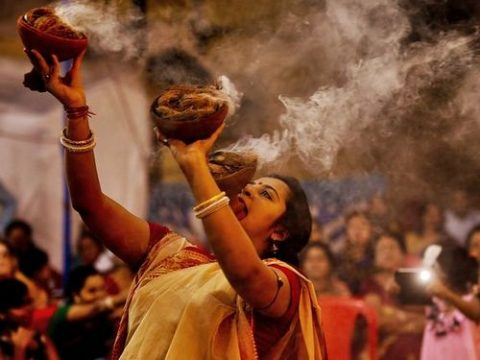 Experience The Most Frenzy Tradition Of Bengalis - Dhunuchi Dance